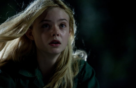 http://static.moviefanatic.com/images/gallery/elle-fanning-as-alice-in-super-8_570x372.png