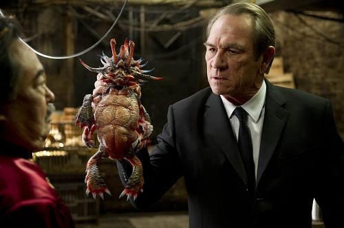 tommy lee jones in men in black 3 - Men In Black 3 (Movie) Review